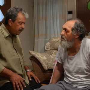 محمود نظرعلیان و حسن پورشیرازی در نمایی از فیلم «پر سفید»