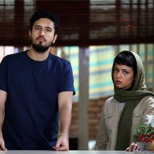 سوگل خلیق و مهرداد صدیقیان در نمایی از فیلم «خماری»