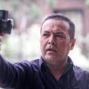 فریبرز عرب نیا در نمایی از پشت صحنه فیلم «گاهی»