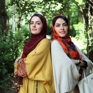 بیتا سحرخیز و بیتا احمدی در نمایی از فیلم «خبر خاصی نیست»