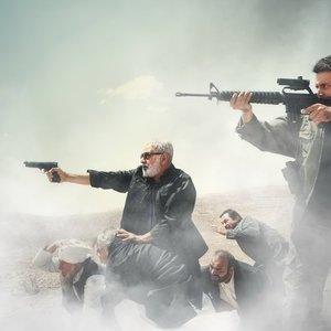 پرویز پرستویی و محمد حاتمی در نمایی از فیلم بادیگارد