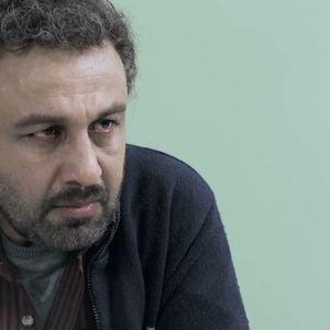 رضا عطاران در نمایی از فیلم «دهلیز»
