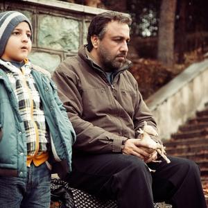 رضا عطاران و محمدرضا شیرخانلو در نمایی از فیلم «دهلیز»