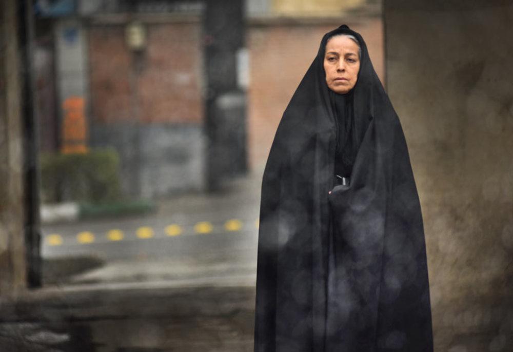 سهیلا رضوی در نمایی از فیلم «خانهای در خیابان چهل و یکم» ساخته حمیدرضا قربانی