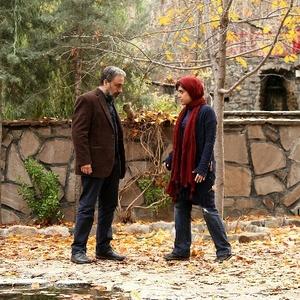هنگامه حمیدزاده و رضا عطاران در نمایی از فیلم «آب نبات چوبی»