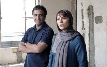 سحر دولتشاهی و علیرضا آقاخانی در نمایی از فیلم «وارونگی»