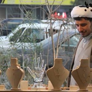 جواد عزتی در فیلم سینمایی «فرشته ها با هم می آیند»