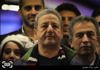 ابوالقاسم طالبی بر روی فرش قرمز فیلم «یتیمخانه ایران» سی و چهارمین جشنواره فیلم فجر