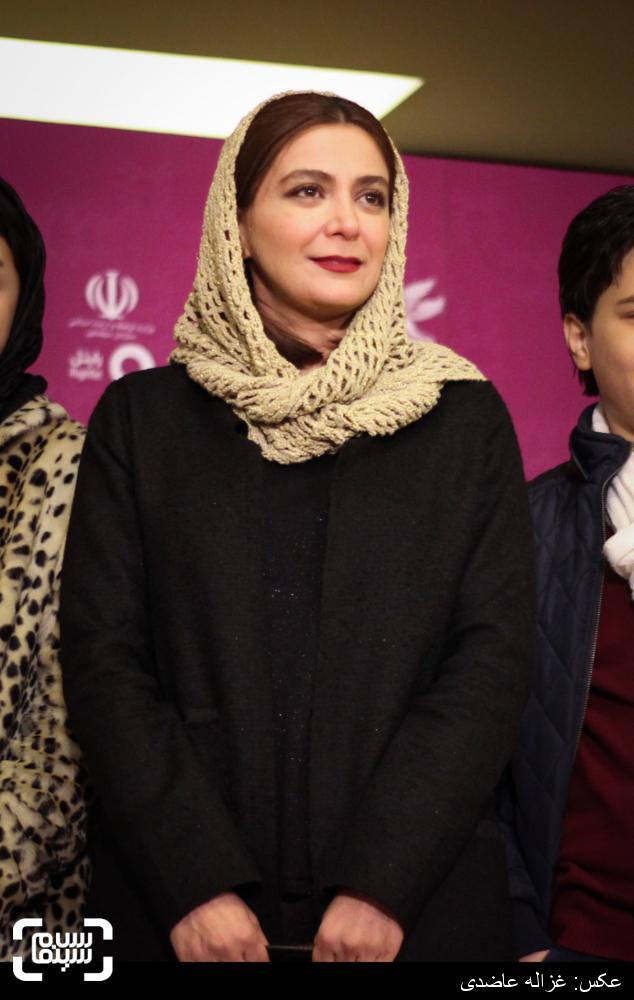الهام کردا در اکران فیلم «به دنیا آمدن» در کاخ سی و چهارمین جشنواره فیلم فجر