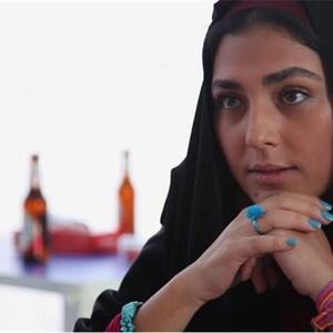 هدی زینالعابدین در نمایی از فیلم «پایان خدمت»