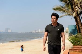 محمدرضا گلزار در نمایی از فیلم «سلام بمبئی»