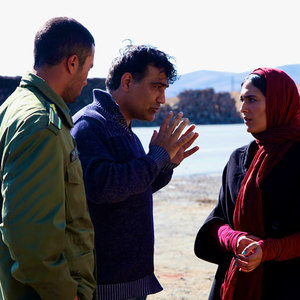 هدی زین العابدین و حمید زرگرنژاد در پشت صحنه فیلم «پایان خدمت»