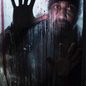 رضا عطاران در نمایی از فیلم «دراکولا» ساخته خودش