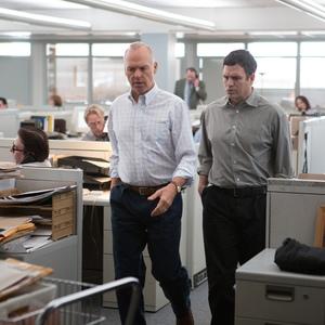 مایکل کیتون و مارک رافالو در نمایی از فیلم «افشاگر»(spotlight)
