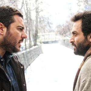 مصطفی زمانی و محسن کیایی در نمایی از فیلم سینمایی «یک روز بخصوص» ساخته همایون اسعدیان