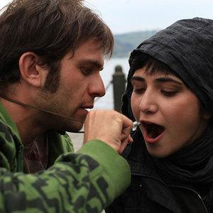 بابک حمیدیان و باران کوثری در نمایی از فیلم «بغض»