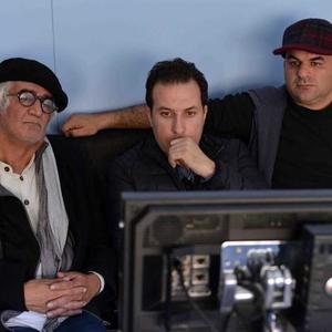 فرشاد محمدي، بهمن كاميار و كامبوزيا پرتوي در پشت صحنه فیلم «مرداد»