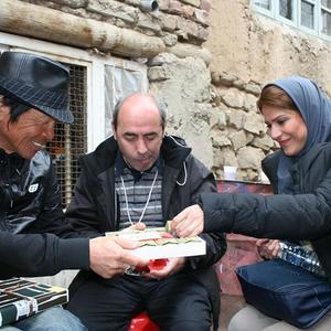 سحر دولتشاهی، کمال تبریزی و هازاما کانپه در پشت صحنه فیلم «دونده زمین»