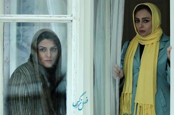 یکتا ناصر و شایسته ایرانی در نمایی از فیلم «فصل نرگس» ساخته نگار آذربایجانی