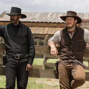 کریس پرت و دنزل واشنگتن در نمایی از فیلم «هفت دلاور»(The Magnificent Seven)