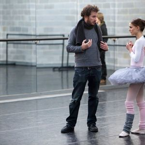 ناتالی پورتمن و دارن آرونوفسکی در نمایی از پشت صحنه فیلم «قوی سیاه»(black swan)