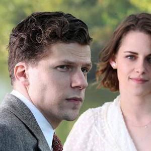 جسی آیزنبرگ و کریستن استوارت در نمایی از فیلم «کافه سوسایتی»(Café Society)