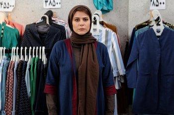 سحر دولتشاهی در نمایی از فیلم «وارونگی» ساخته بهنام بهزادی