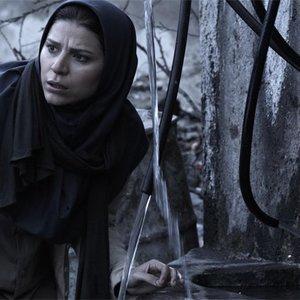 سحر دولتشاهی در نمایی از «دونده زمین» ساخته کمال تبریزی