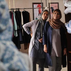 سحر دولتشاهی و ستاره پسیانی در نمایی از فیلم «وارونگی» ساخته بهنام بهزادی
