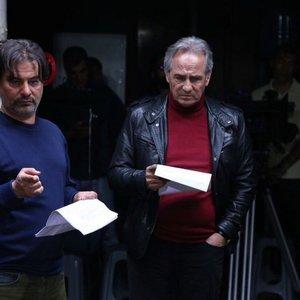 مجید مظفری و پیمان قاسمخانی در نمایی از پشت صحنه فیلم «خوب، بد، جلف»