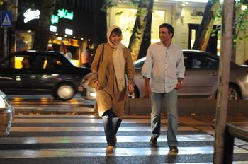 سحر دولتشاهی و علیرضا آقاخانی در نمایی از فیلم «وارونگی»(Inversion)