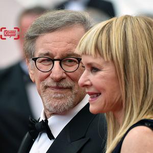 استیون اسپیلبرگ و همسرش کیت کاپشاو در فرش قرمز فیلم «غول بزرگ مهربان»(BFG) در شصت و نهمین جشنواره فیلم کن