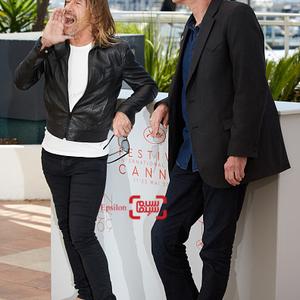 جیم جارموش و ایگی پاپ(خوانندهٔ گروه «استوجز») در فتوکال فیلم «به من خطر بده»(Gimme Danger) در جشنواره فیلم کن 2016