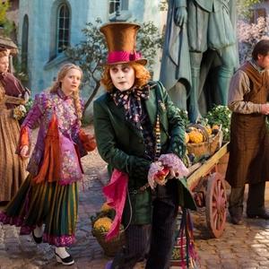 جانی دپ و میا واشیکوفسکا در فیلم «آلیس آنسوی آینه»(Alice Through the Looking Glass)