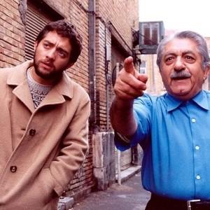 بهرام رادان و عزتالله انتظامی در فیلم «گاو خونی»