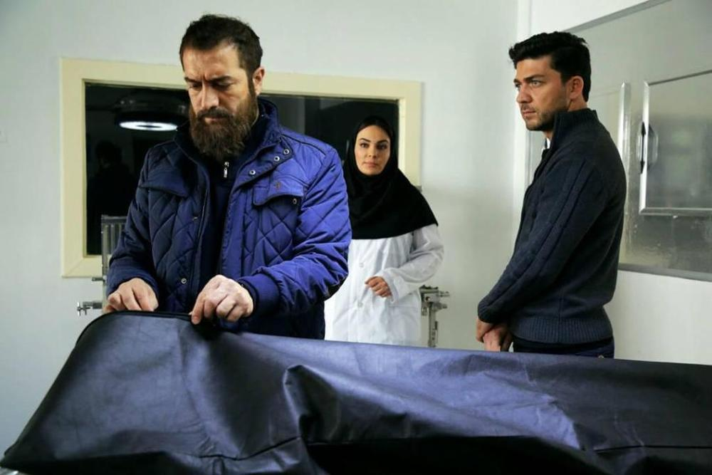 مجید صالحی، مهدی علی پور و سارا خویینی ها در نمایی از سریال «آسپرین»