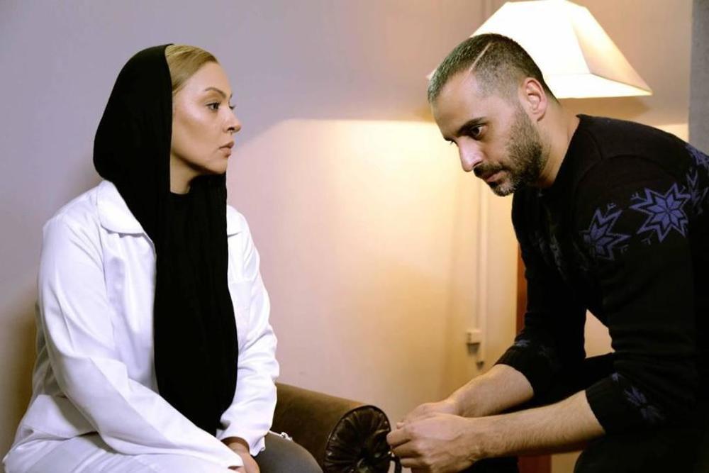 علیرام نورایی  و زیبا بروفه در نمایی از سریال «آسپرین»