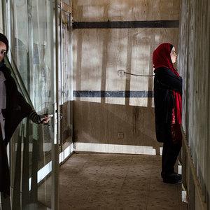 سحر قریشی و ملیکا شریفی نیا در فیلم «پانسیون دختران» ساخته مریم ابراهیم وند
