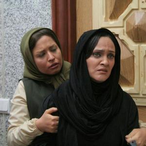 فیلم «پشت در خبری نیست» با بازی رويا نونهالی و مهراوه شريفینيا