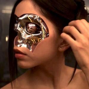فیلم «فراماشینی»(ex machina) با بازی سونویا میزونو