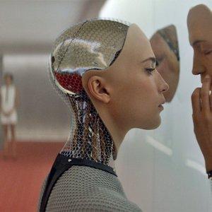 آلیسیا ویکاندر در فیلم «فراماشینی»(ex machina) ساخته الکس گارلند