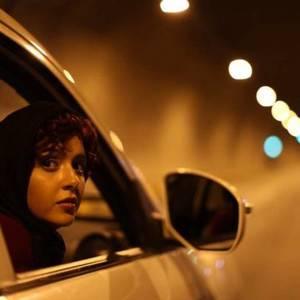 ترانه علیدوستی در نمایی از فیلم مادر قلب اتمی