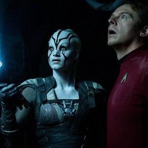 سایمون پگ و سوفیا بوتلا در فیلم «ماورای پیشتازان فضا»(star trek beyond)