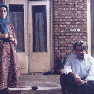 فاطمه معتمدآریا و عزت الله انتظامی در فیلم «روسری آبی»