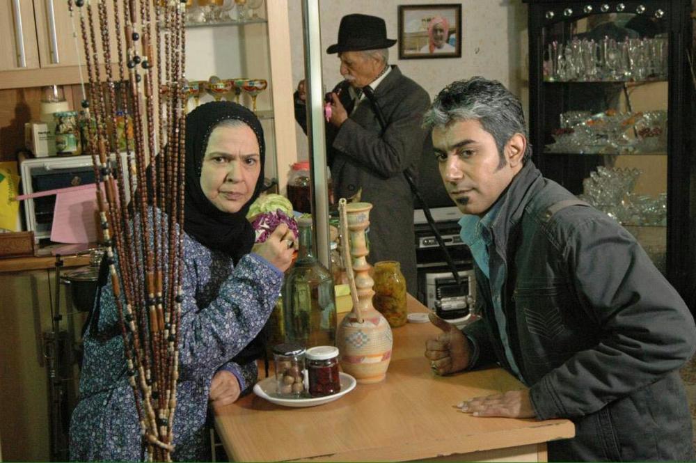 فیلم «12 صندلی» با بازی افسر اسدی و فرزاد دزدمه