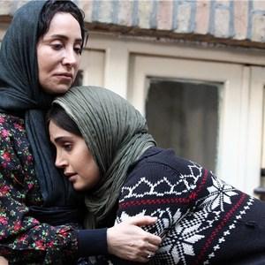 الناز شاکردوست و لیدا عباسی در نمایی از فیلم اسب سفید پادشاه