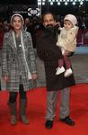 اصغر فرهادی و دخترانش ساغر و سارینا فرهادی در شصت و یکمین جشنواره فیلم برلین