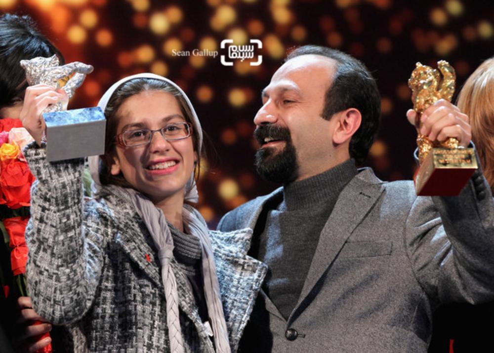 اصغر فرهادی و سارینا فرهادی برنده خرس طلای بهترین فیلم و خرس نقره ای بهترین گروه بازیگری زن برای «جدايي نادر از سیمین» از شصت و یکمین جشنواره فیلم برلین