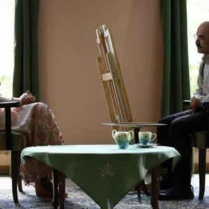 هنگامه قاضیانی و حبیب رضایی در نمایی از فیلم «یک قناری یک کلاغ» اولین ساخته اصغر عبداللهی