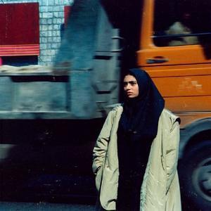 پگاه آهنگرانی در فیلم «دختری با کفشهای کتانی» ساخته رسول صدرعاملی